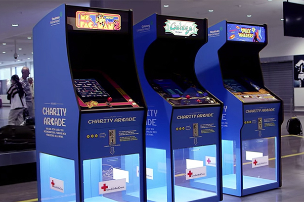 croix-rouge-suedoise-utilise-des-bornes-arcade-retro-pour-recolter-argent_cover