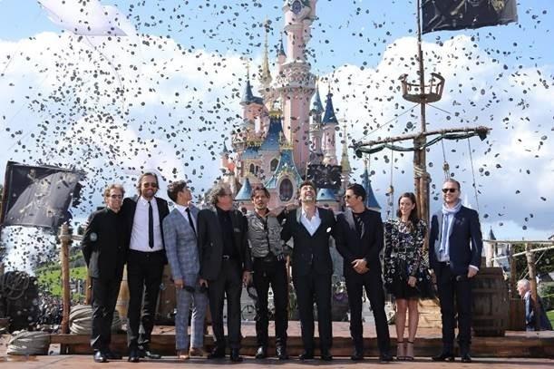 L'équipe de Pirates des Caraïbes : la vengeance de Salazar à Disneyland Paris