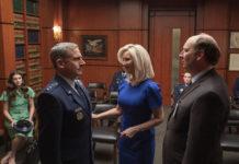 Netflix a dévoilé les premières images et a annoncé la présence de Lisa Kudrow au casting de Space Force, disponible le 29 mai.