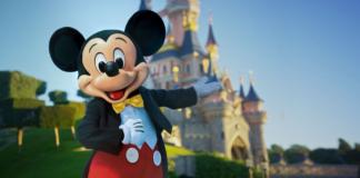 Mickey-Mouse---Disneyland-Paris